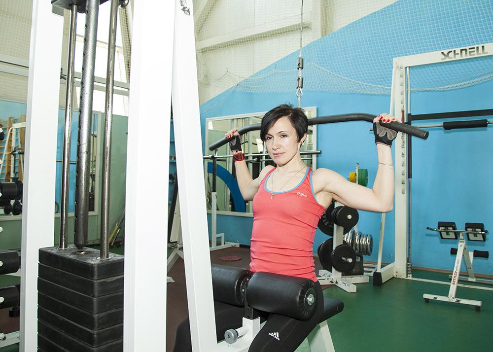 Тренировка в зале для девушек и женщин